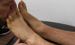 Tattooed slab KC loosens while an older freak licks his trotters