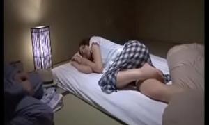 Huebsches asiatisch japanisches Teen wird geil durchgefickt